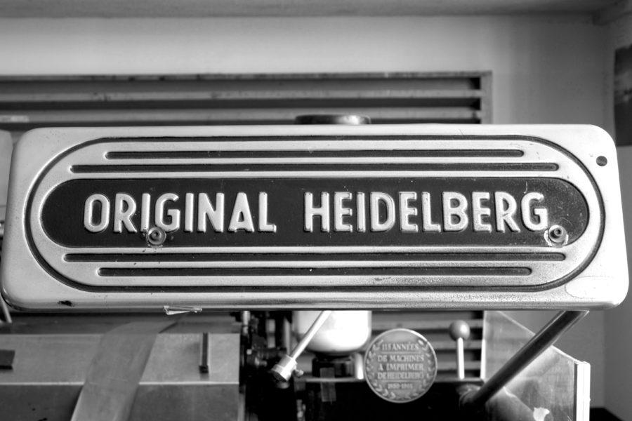 Photo N&B d'une presse Heidelberg dans l'Atelier Intaglio