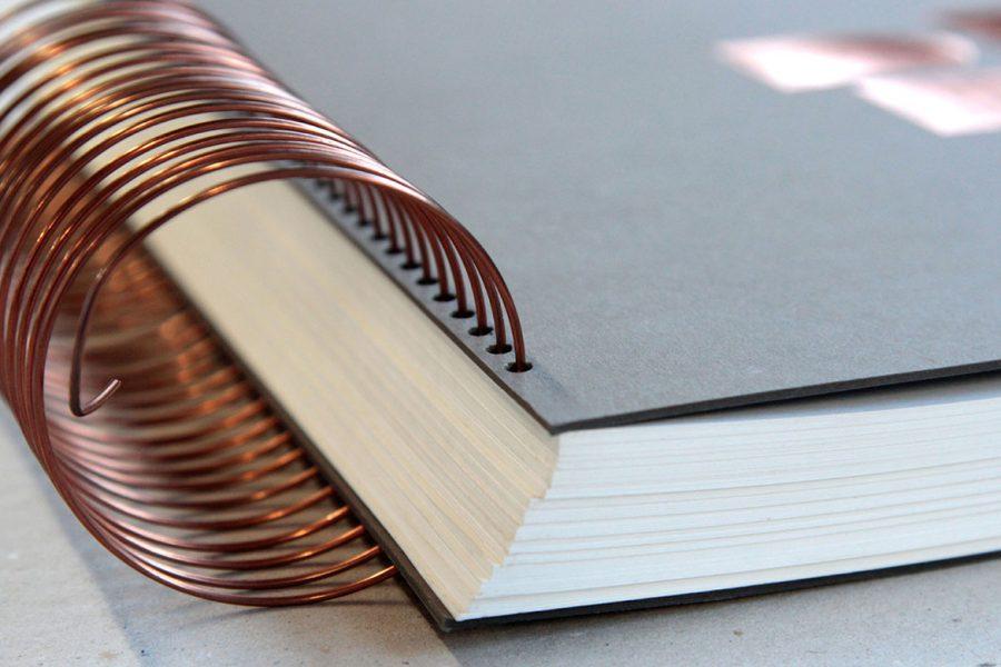 livre d'or grand format avec Spirale hélicoïdale cuivre grand diamètre par Intaglio Paris