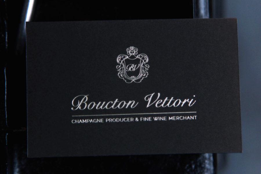 Carte de visite noire épaisse imprimée gravure or blanc par imprimerie intaglio paris pour Boucton Vettori Champagne Producer and fine wine
