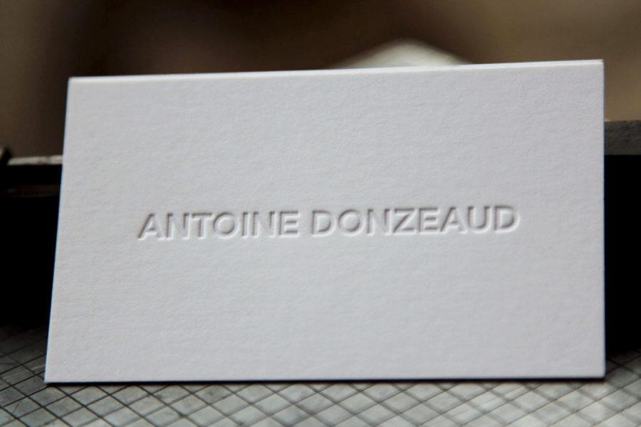 Carte de visite avec le prénom et le nom imprimés en estampage à chaud sur carte blanche pur coton pour Antoine Donzeaud par imprimerie Intaglio Paris