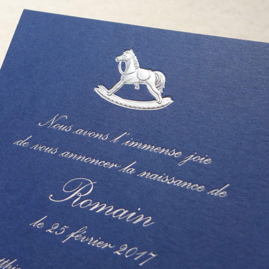 Faire-part de naissance collection Médaillon Cheval en dorure argent sur carte de couleur Bleu de Sèvres par Intaglio-Paris