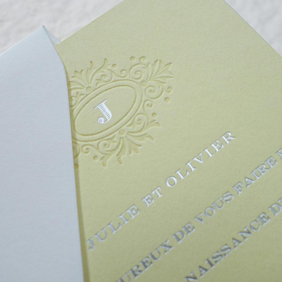 Faire-part de naissance collection Estampe en dorure argent sur carte de couleur jaune Citron par Intaglio-Paris
