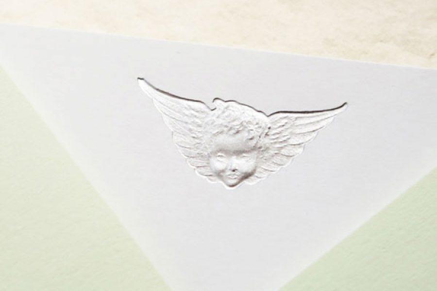 Faire-part de naissance collection Médaillon Ange en dorure argent sur carte de couleur Blanche par Intaglio-Paris