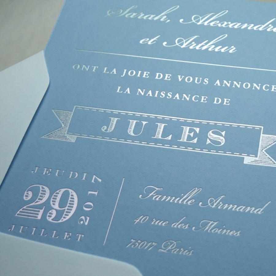 Faire-part de naissance collection East Coast en dorure argent sur carte de couleur bleu Celeste par Intaglio-Paris