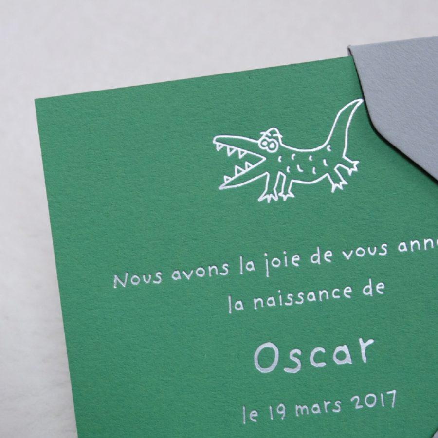 Faire-part de naissance collection Toys Crocodile en dorure argent sur carte de couleur Médina Green par Intaglio-Paris